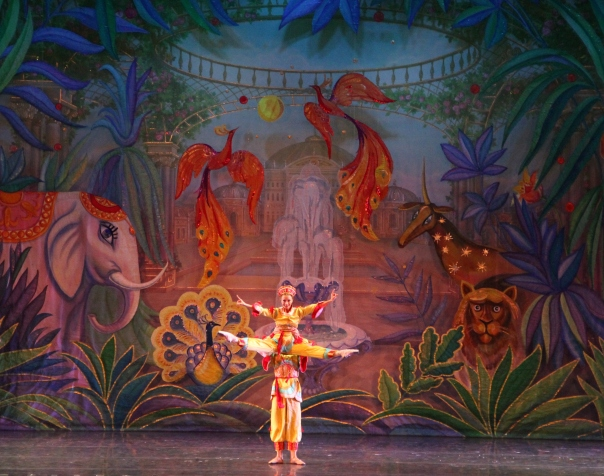 11-moscow-ballet-chinese-variation-set-design-valentin-federov