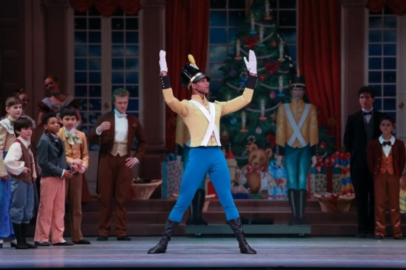 3_charlotte-ballet_jean-pierre-bonnefouxs-nutcracker_-juwan-alston_toy-soldier_photo-by-jeff-cravotta_web-1024x683