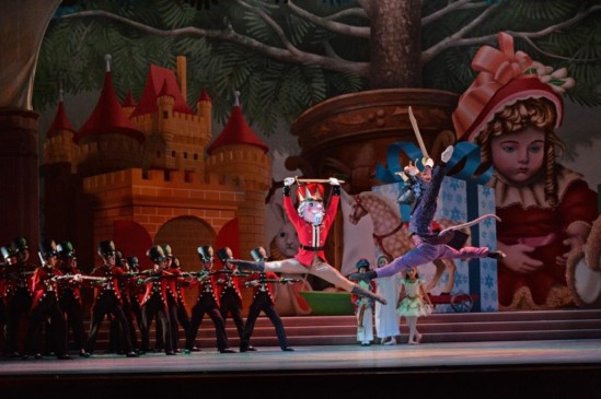 7_charlotte-ballet_jean-pierre-bonnefouxs-nutcracker_-george-bokaris-nutcracker-michael-menghini-mouse-king_photo-by-peter-zay_web-1024x682
