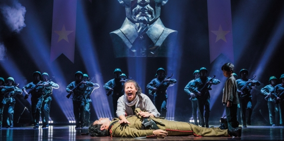 08.MISS_SAIGON_TOUR_Thuy's death crop